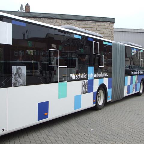 Dadina-Bus, linke Seite, Mitte
